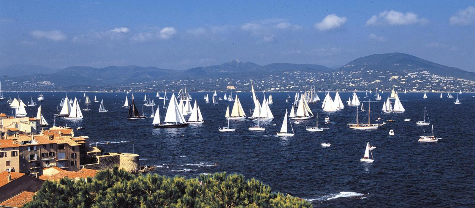 圣特罗佩碧珮乐思酒店(Hotel Byblos Saint-Tropez) 海滩帆船图片  www.lhw.cn