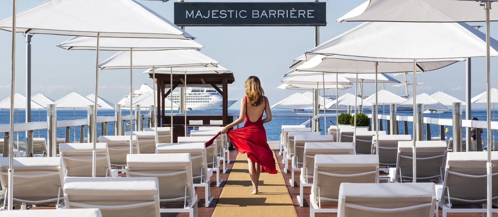 巴里耶尔马杰斯迪克酒店(Hotel Barriere Le Majestic Cannes) La Plage餐厅图片  www.lhw.cn