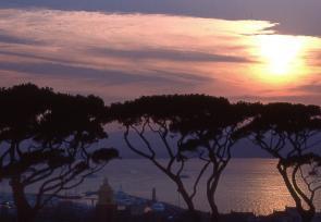 巴黎和法國里維埃拉8日浪漫之旅第6-8天:圣托佩斯梅塞狄葉爾城堡酒店 www.yisecj.live
