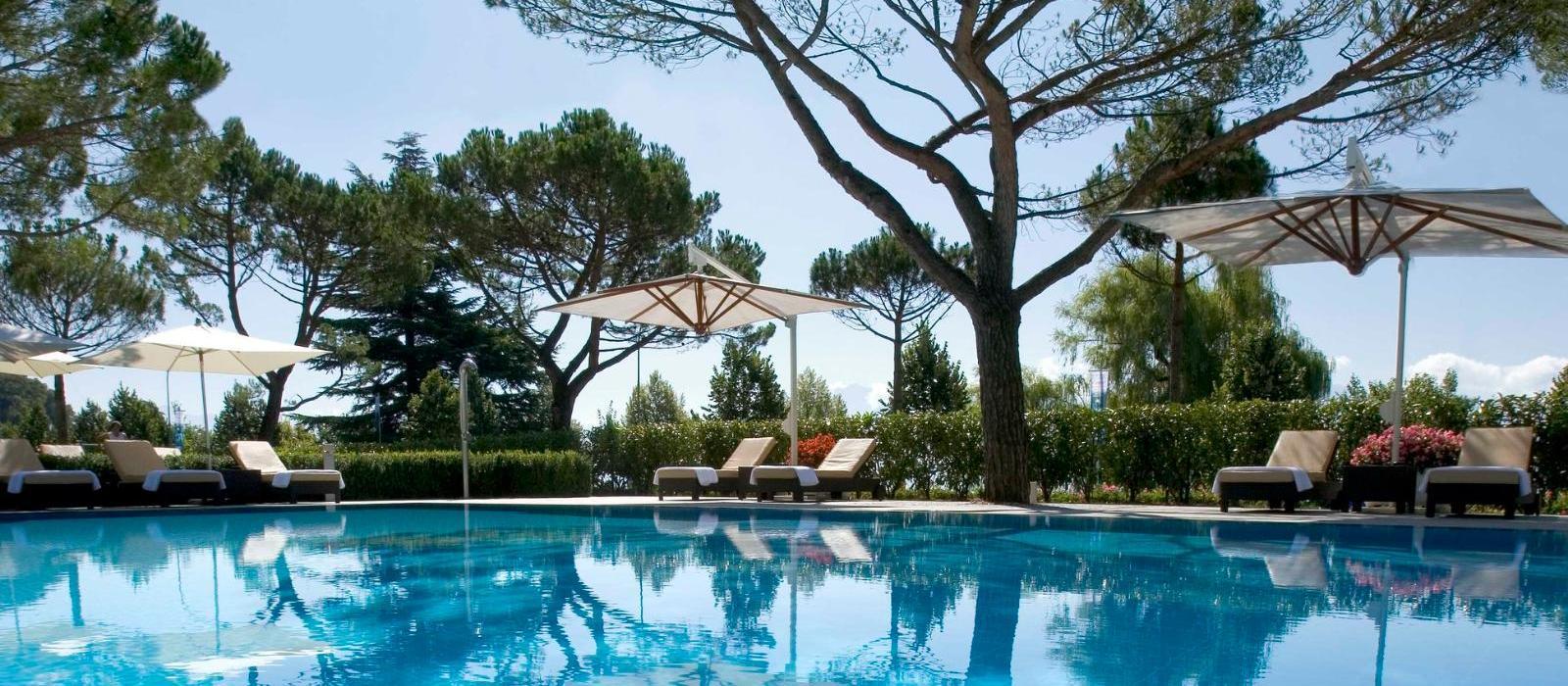 洛桑美岸皇宫大酒店(Beau-Rivage Palace Lausanne) 室外泳池图片  www.lhw.cn