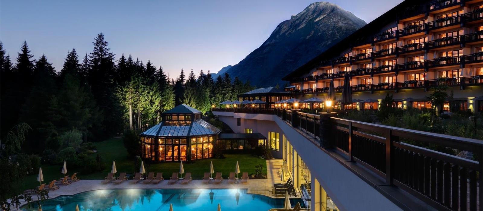 阿尔卑斯山蒂罗尔度假酒店(Interalpen-Hotel Tyrol) 酒店夜景图片  www.lhw.cn
