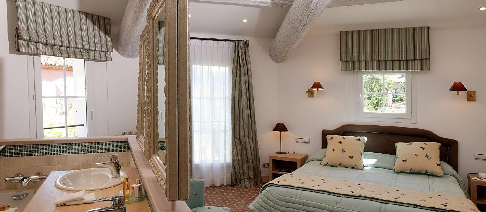 圣特罗佩碧珮乐思酒店(Hotel Byblos Saint-Tropez) 经典客房图片  www.lhw.cn