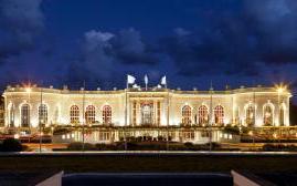 多维尔巴里耶尔皇家酒店(Hotel Barriere Le Royal Deauville)  www.lhw.cn